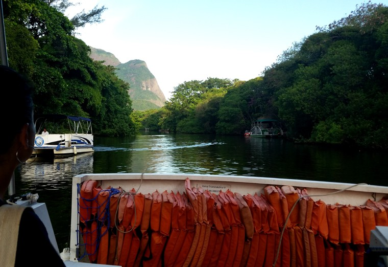 Balsa Canal de Marapendi 2