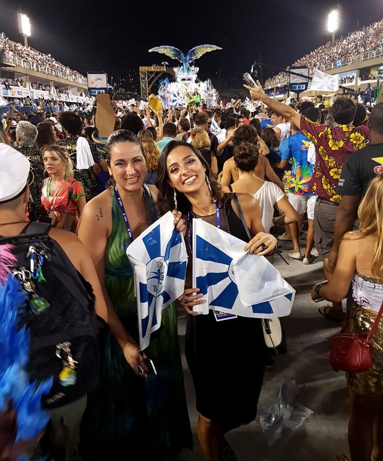 Eu e Nairoquinha no desfile das campeãs, na Beija-Flor