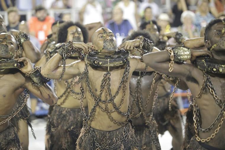 Desfile da escola de samba Paraíso do Tuiuti